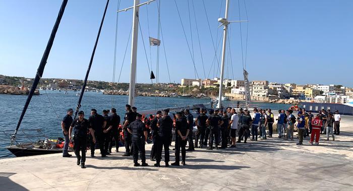 La Alex a Lampedusa, indagato il comandante: perquisita la barca