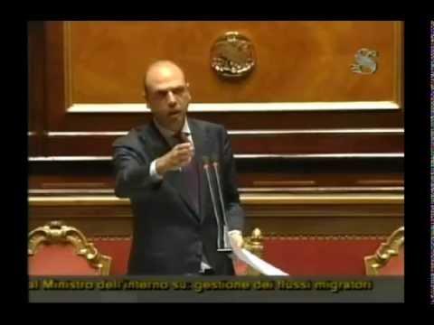 """Il ministro Alfano: """"Non faremo l'hotspot nel porto di Augusta"""""""