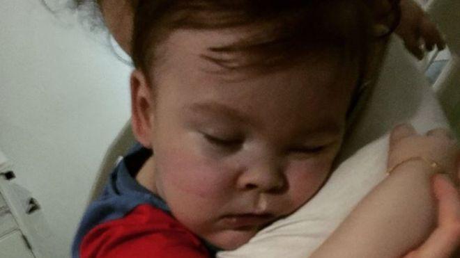 Alfie è morto, lo annunciano i genitori su Facebook
