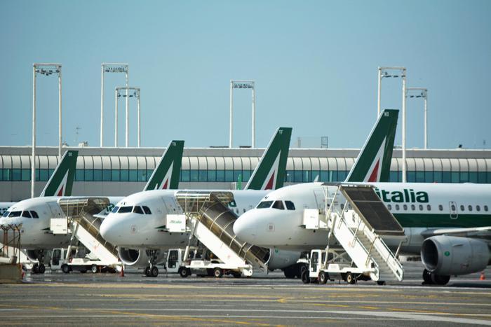 Il salvataggio di Alitalia si complica, frizioni fra gli azionisti