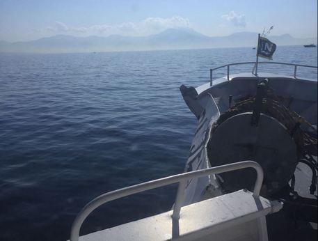 Aliscafo contro una barca nel Golfo di Napoli, immediati i soccorsi