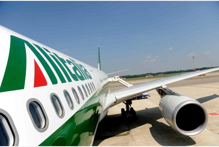 Salta incontro azienda - sindacati, domani sciopero all'Alitalia: cancellati il 60% dei voli