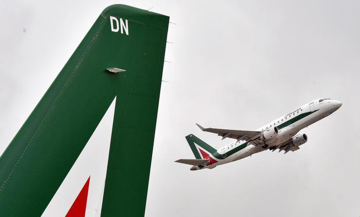 Mercoledì sciopero ad Alitalia, cancellati 198 voli:la compagnia attua piano straordinario