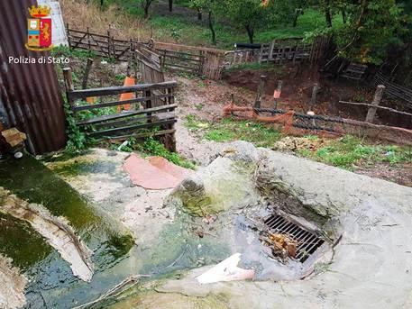 Acque reflue in fiume a Reggio Calabria, chiuso un allevamento