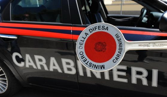 Barrafranca, non si ferma all'alt e tenta di investire carabiniere: arrestato