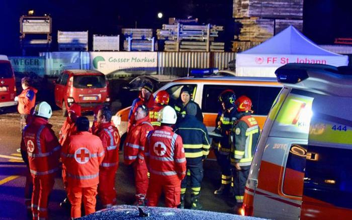 Auto falcia comitiva di turisti in Alto Adige: 6 morti e 11 feriti tedeschi