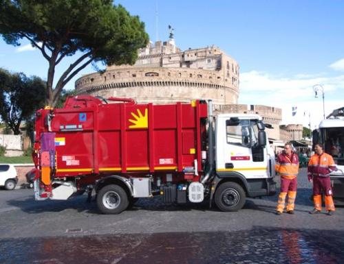 "Rifiuti, Raggi: ""Scoperti a Roma 50 mila evasori"""