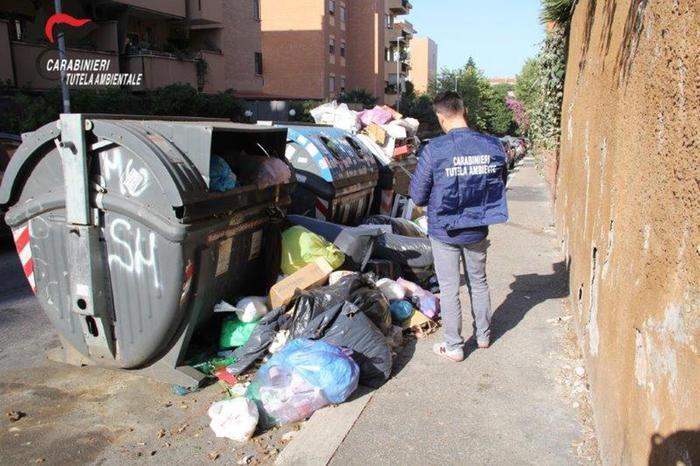 Denunciati i dirigenti dell'Ama a Roma per il caos dei rifiuti