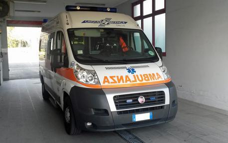 Agguato nella notte a Bari, ferito con due colpi d'arma da fuoco