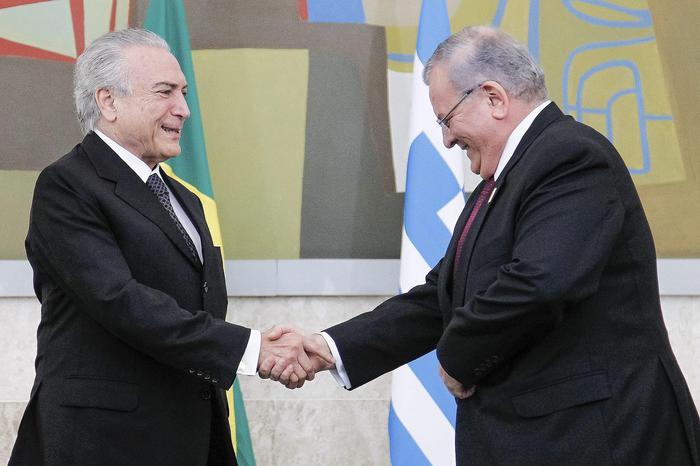Brasile, cadavere in auto bruciata: forse è l'ambasciatore greco