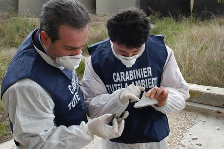 Centro illegale di gestione rifiuti, scatta il sequestro nel Cosentino