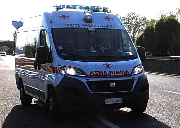 Commerciante costretto a bere acido nel Vibonese: è grave
