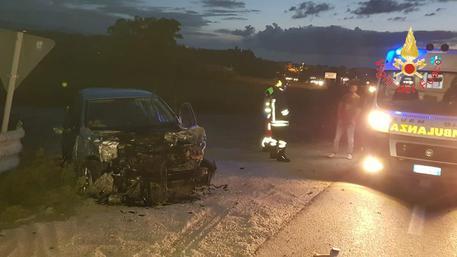 Scontro tra un camion e un'auto, un ferito grave nel Catanzarese