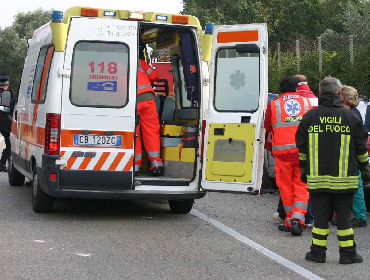 Salaparuta, operaio vola nel vuoto: è grave in ospedale a Palermo