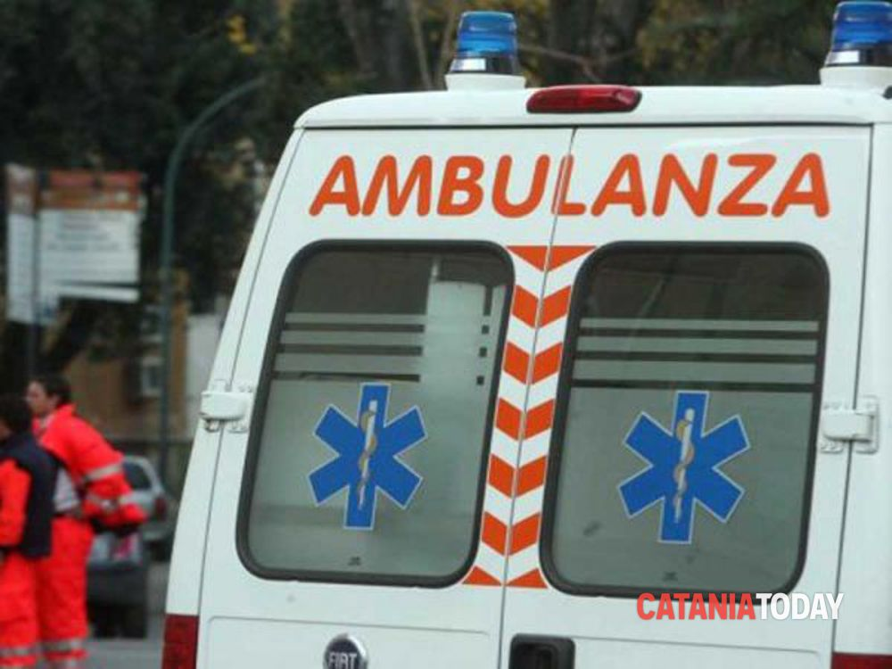 Catania, incendio in casa a Librino: la Polizia salva due donne