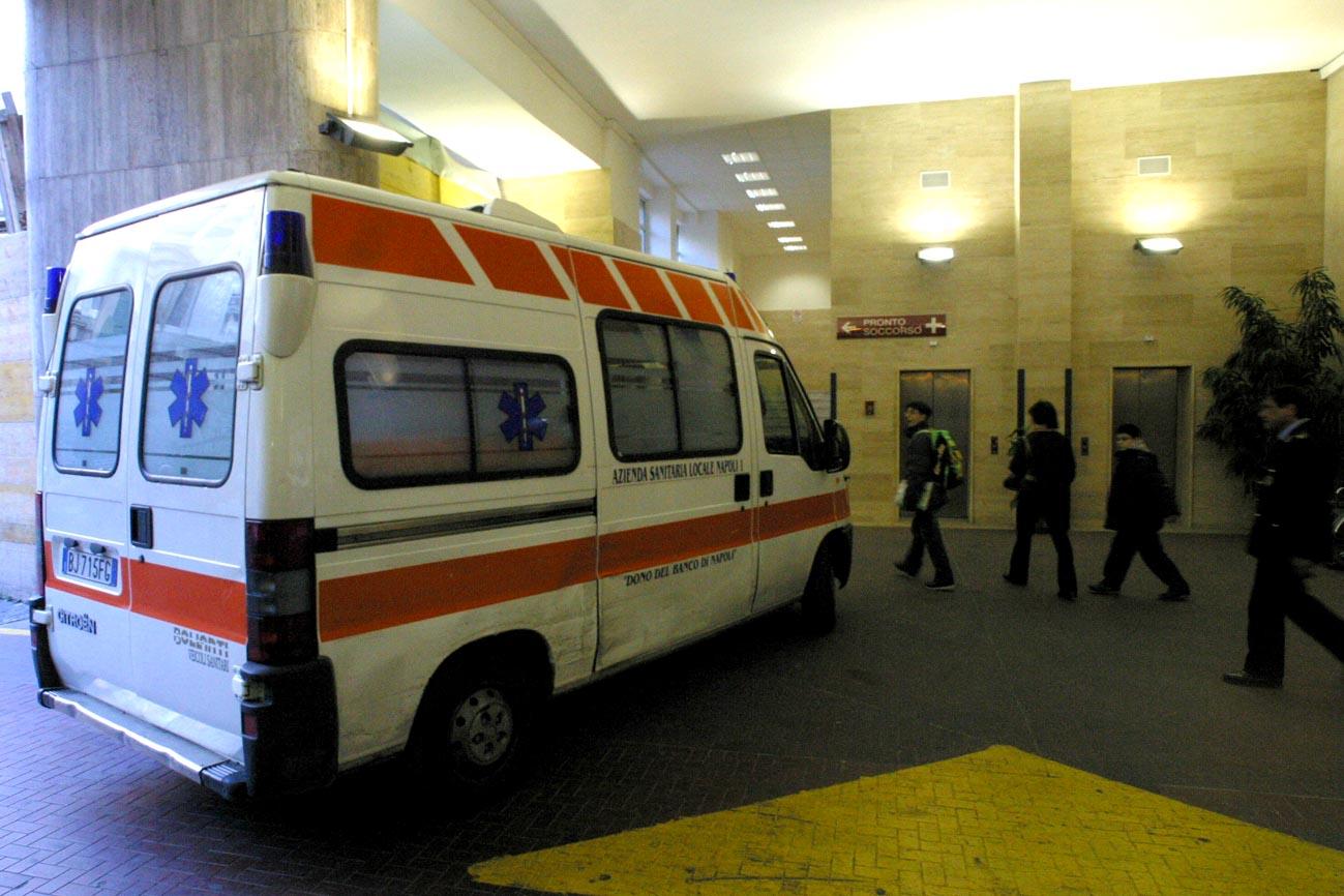 Senzatetto ubriaco tenta di strangolare una donna a Taranto
