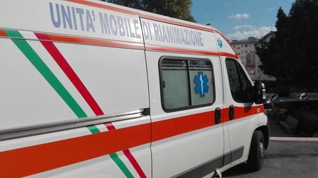 Vercelli, bimba di due mesi in ospedale con lesioni: indagati il padre