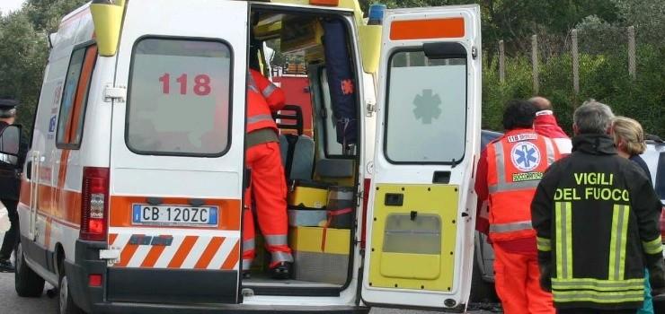 Palermo, scontro fra due auto in viale del Fante: quattro feriti, tre sono gravi