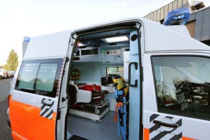 Era in moto col figlio e viene investito, morto a Crotone: il bambino è ferito