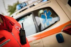Napoli, un'auto pirata travolge i manifestanti: uomo muore d'infarto