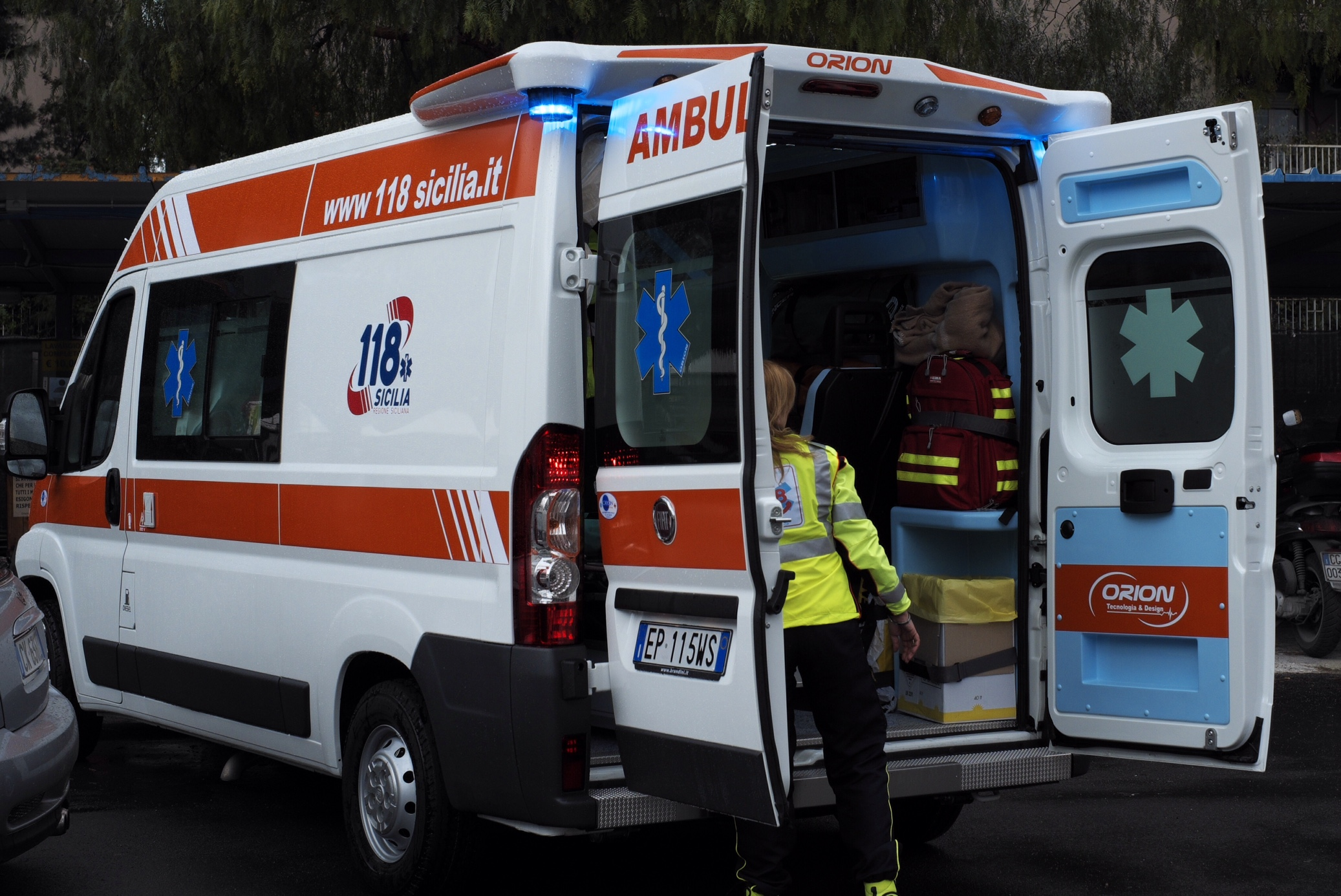 Incidente, schianto tra due mezzi nel Trapanese: un morto