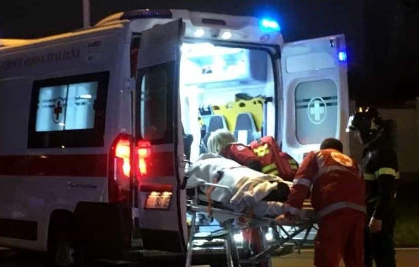Comiso, tampona due auto in sosta: un ferito trasportato in ospedale