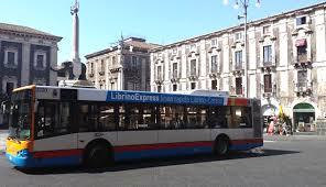 Catania, donna investita da un autobus dell'Amt: è in ospedale