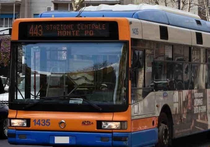 Lite su un autobus dell'Amt di Catania, 69enne tira fuori un coltello