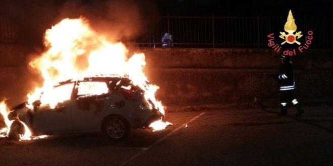 Bruciata l'auto di un imprenditore di Reggio Calabria, solidarietà di Confindustria