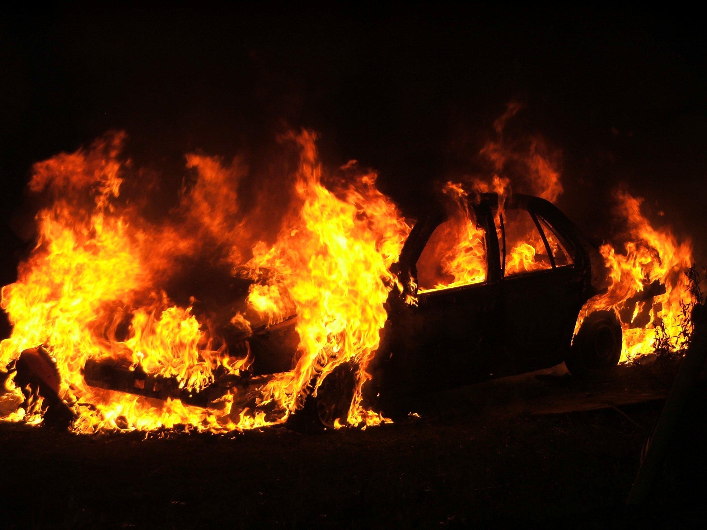 Ancora un'automobile in fiamme a Siracusa, indaga la polizia