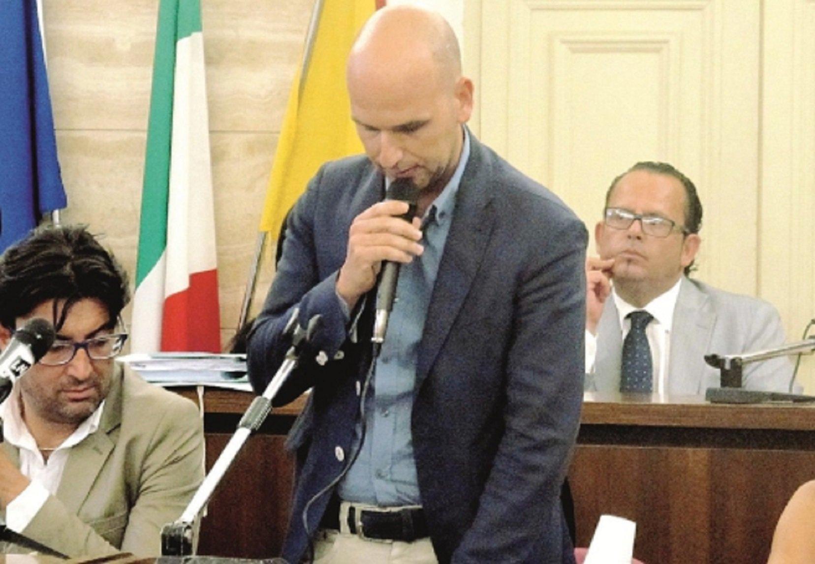 """Licata, sfiduciato dall'Aula il sindaco """"demolitore"""" Angelo Cambiano"""