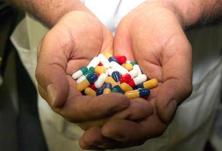 OMS: almeno 500 mila persone colpite da infezioni resistenti agli antibiotici