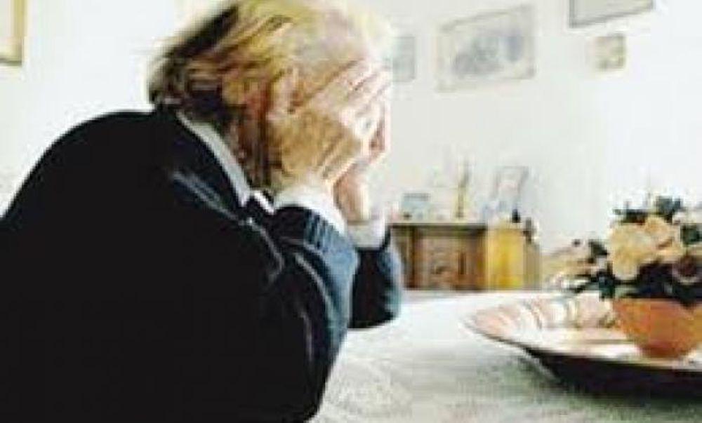 Lentini, ventottenne truffa un'anziana: la chiude in balcone e si porta i soldi