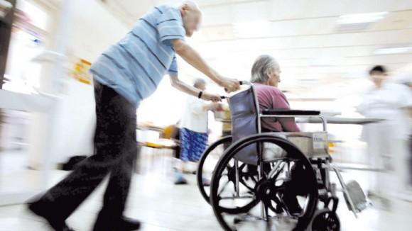 Politiche sociali, bonus da mille euro per 900 disabili over 75