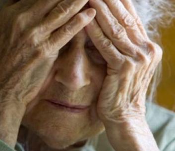 Modica, approfitta della solitudine di anziane per derubarle: preso