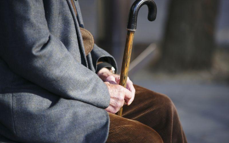 Deruba un anziano a Catania, denunciato dalla polizia di Siracusa