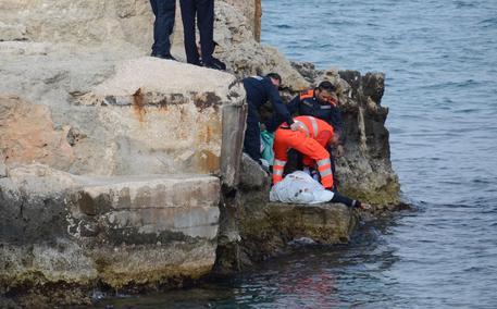 Monopoli (Bari), anziano muore annegato in mare: