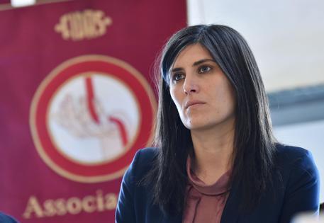"""Torino,  la busta esplosiva all'Appendino: """"Continuerò a fare il sindaco"""""""