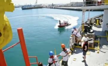 Nave Aquarius sbarca 292 migranti a Messina: polemiche coi libici