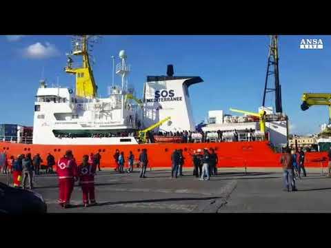 Pozzallo, arrivata la nave Aquarius con a bordo 320 migranti