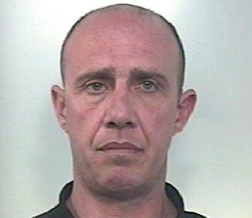 Pachino,  7 panetti di hashish nel salone di casa: finisce in carcere
