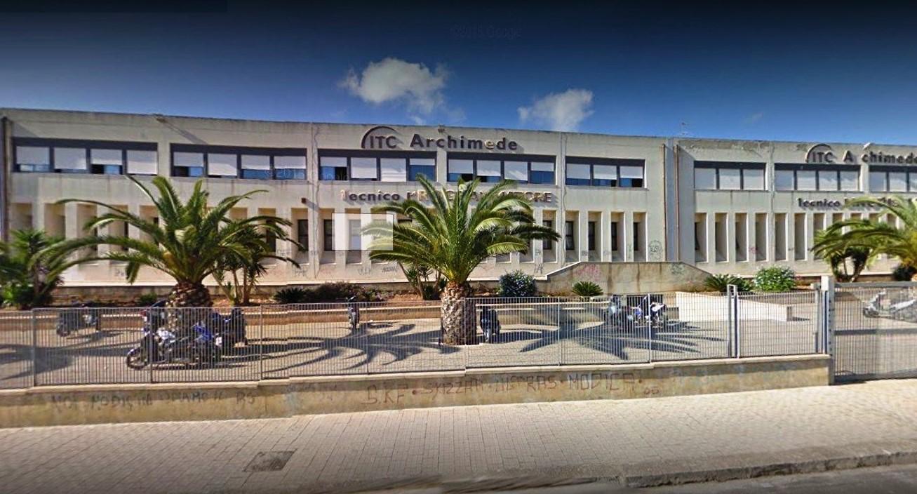Modica, oltre tre milioni per lavori all'Istituto Archimede: firmato il contratto