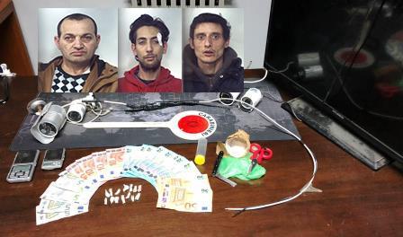Irruzione in un'abitazione di Palagonia: tre arresti per spaccio di droga