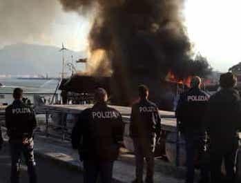 Palermo, fiamme nel porto turistico dell'Arenella: ignote le cause del rogo