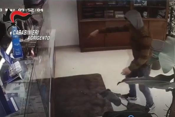Armato di coltello tenta di rapinare una tabaccheria a Canicattì