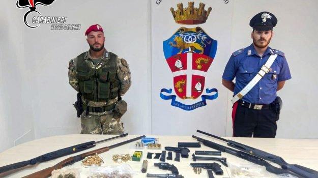 Arsenale sparso scoperto a Gioia Tauro: 2 arresti