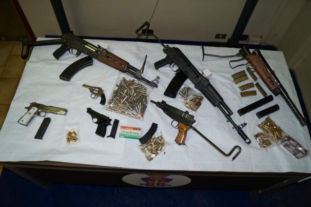 Armi: fucili e mitragliette in casa, arrestato un 80enne agrigentino