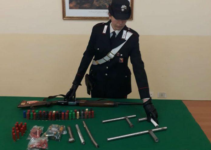 Armi clandestine e munizioni sequestrati a Gela, scattano due arresti