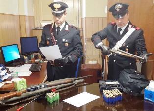 Catania, bloccato dai carabinieri con armi e munizioni: finisce in cella