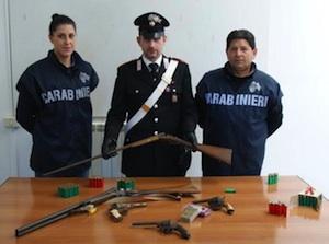 Caltagirone, scoperto un mini arsenale in casa: un arresto e un denunciato